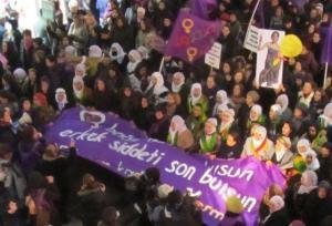 25 Kasım Kadın Platformu'nun Galatasaray-Taksim yürüyüşü / 25 Kasım 2011
